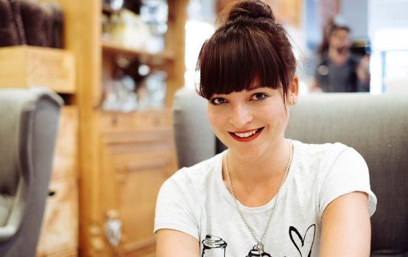 Porträt_Lisa Schwarz_Cafe